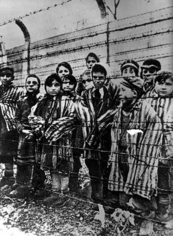Niños en el campo de exterminio de Auschwitz-