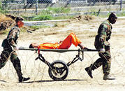 Tras los torturadores de Bush Hay dos causas ligadas a EEUU: una de Garzón por las torturas en Guantánamo, iniciada tas la denuncia de cuatro prisioneros, y otra del juez Velasco, que busca en la CIA y la Administración Bush a los torturadores.