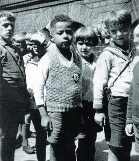 Hamburgo, 1933. Massaquoi luce la esvástica en el jersey. Foto: COLECCIÓN DE H.J. MASSAQUOI / GLOBAL RHYTHM