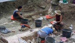 Trabajos de exhumación de restos el lunes. / J. RUIZ