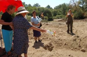 Felipa , Maria y Juliana rinden tributo a sus familiares