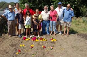 Familiares de las victimas y amigos unidos por el recuerdo, condignidad.
