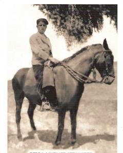 Pedro Gonzalez Hernandez, trabajando como vaquero de reses bravas