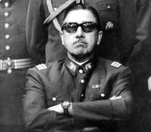 El golpista y dictador chileno Augusto Pinochet