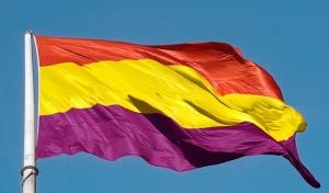 Bandera al viento tricolor
