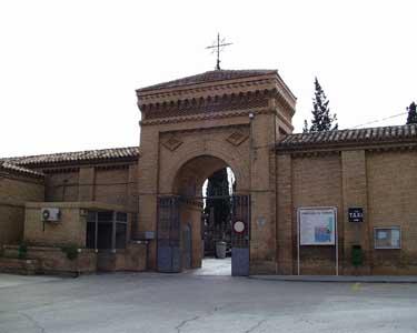 Entrada al cementerio de Torrero