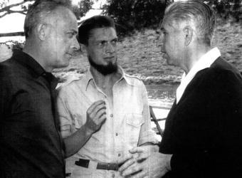 Giulio Einaudi, Carlos Barral y Claude Gallimard, fotografiados en los Encuentros de Formentor en los años sesenta