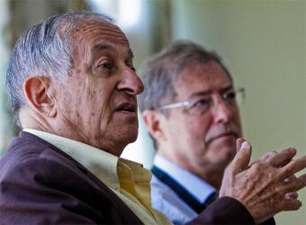 Juan Goytisolo (en primer término) y Félix de Azúa, ayer en Formentor.- TOLO RAMÓN