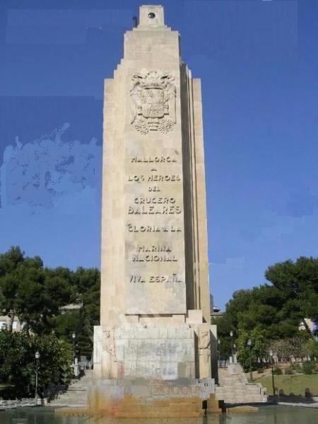 Monumento en recuerdo a los caídos en el Crucero Baleares en el parque de Sa Faixina