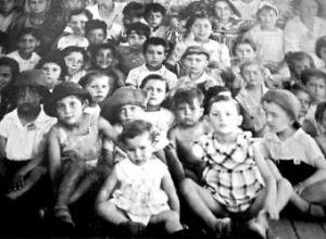 Niños del barco que llegó a Chile con 2.500 exiliados republicanos.-