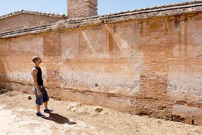 La tapia del cementerio de Granada.