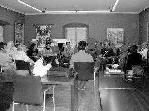 Asistentes a la primera reunión del grupo de la Memoria Histórica. /ISASTI