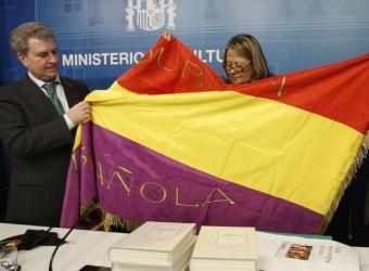 La bandera tricolor fue donada al Ministerio de Cultura en noviembre