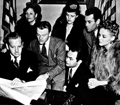 Henry Fonda y James Cagney, entre otros actores, repasan las novedades del frente.