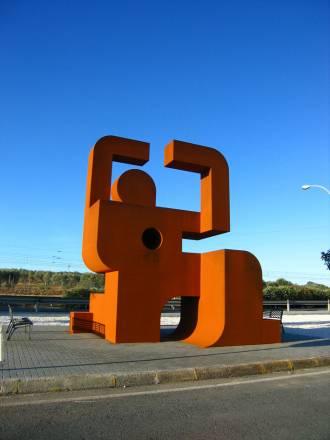 Representa a una persona que acaban de fusilar. Es el monumento a la memoria histórica de Dos Hermanas (Sevilla).