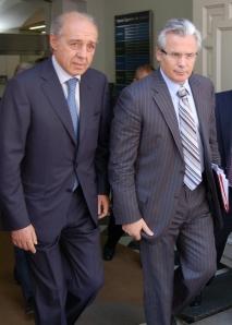 Garzon y su abogado a la salida del TS el 09 09 2009