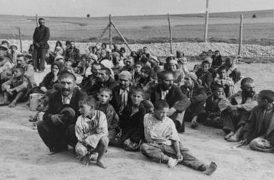 Gitanos en campo de concentración