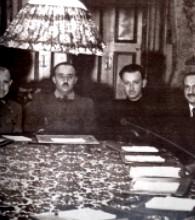 Pedro González-Bueno a la izquierda de Francisco Franco, 1938