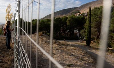 Perspectiva del recinto vallado donde los investigadores creen que está la fosa de Lorca. - ARSENIO ZURITA
