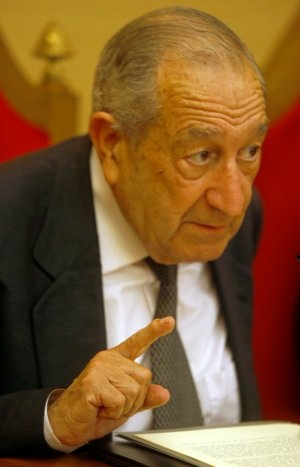 Luis Suárez, durante la presentación de un libro en Oviedo. / MARIO ROJAS