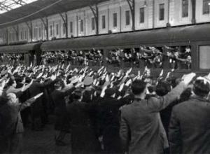 Despedida de españoles que se iban a trabajar a la Alemania nazi.- ARCHIVO GENERAL DE LA ADMINISTRACIÓN