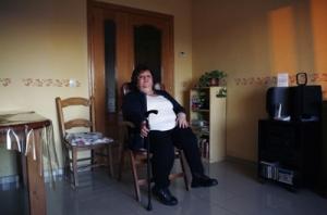 Lola Corrales, que fundó en 1998 la asociación de enfermos de polio y postpolio, se contagió de la enfermedad, con 13 meses, en 1958. - - GRACIELA DEL RÍO