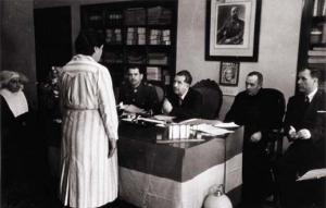 Mujer ante tribunal disciplinario franquista