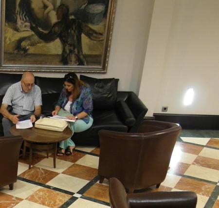F. Gonzalez de Tena a la esperade la llegada del delegado de la ONU.  24.09.2013.foto.Bernard (14